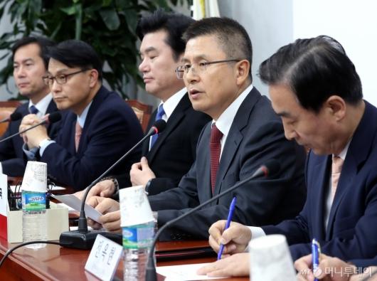 [사진]북핵외교안보특위-국가안보위 연석회의 발언하는 황교안