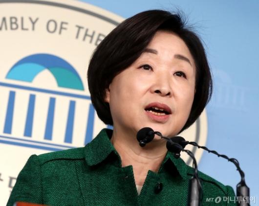 [사진]국회의원 세비 삭감 법안 발의하는 심상정