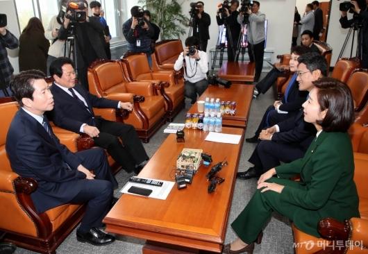 [사진]여야3당 교섭단체 원내대표 회동