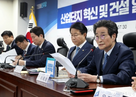 [사진]발언하는 이목희 부위원장