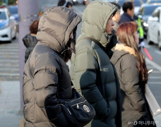 [사진]'한파특보' 꽁꽁 싸맨 출근길