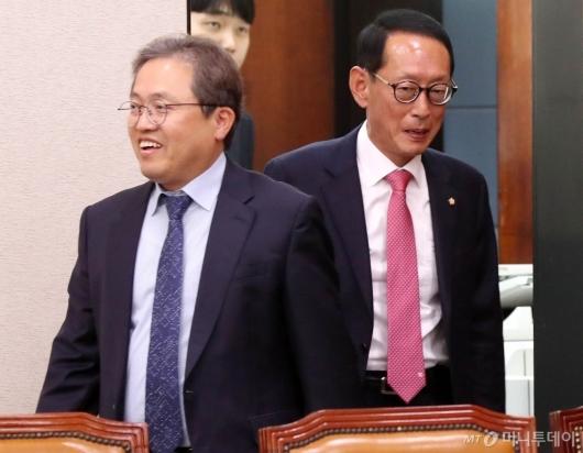 [사진]국회 법사위 참석하는 여야 간사