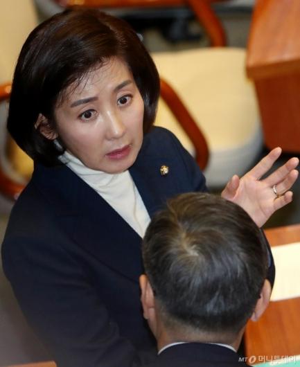 [사진]국회 본회의 참석한 나경원