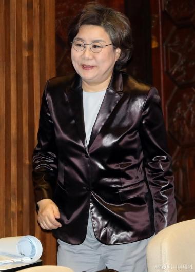 [사진]국회 본회의 참석하는 이혜훈