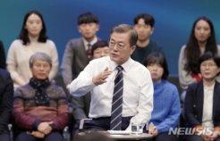 文대통령 '국민과의 대화'에<BR>'청각장애인 수제구두' 신어