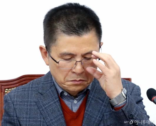 [사진]황교안의 고민