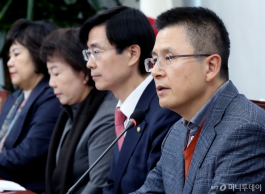 [사진]회의 발언하는 황교안 대표