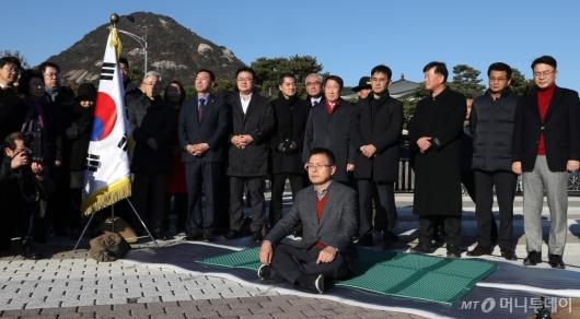 [사진]황교안, 청와대 앞 단식 투쟁