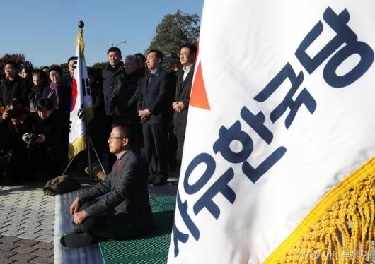 [사진]황교안 대표, 청와대 앞 단식 투쟁