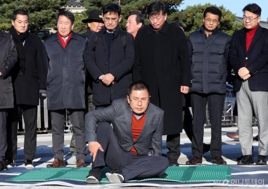 [사진]황교안 대표, 단식 투쟁 돌입