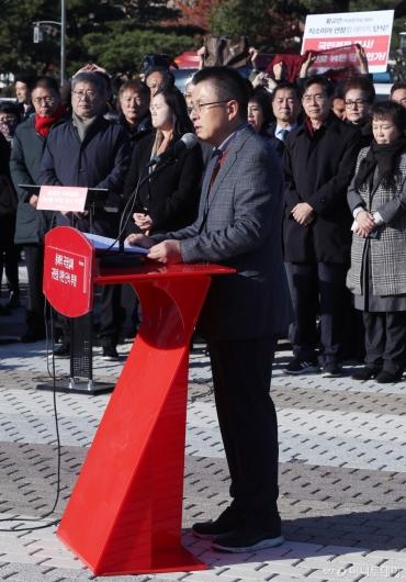 [사진]대국민호소문 발표하는 황교안 대표