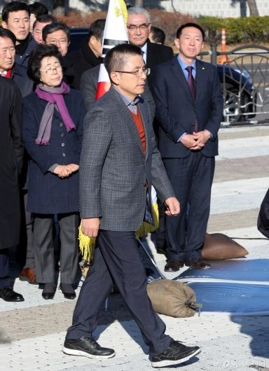 [사진]황교안, 무거운 발걸음