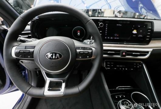 [사진]운전자를 위한 '3세대 K5'