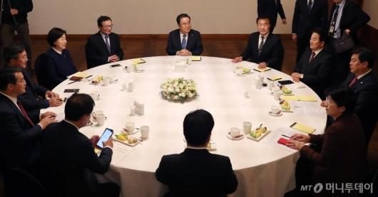 [사진]문희상 의장, 당대표들과 정치협상회의