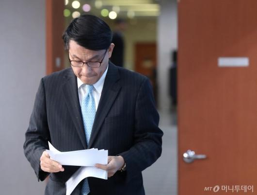 [사진]굳은 표정의 윤상현 외통위원장
