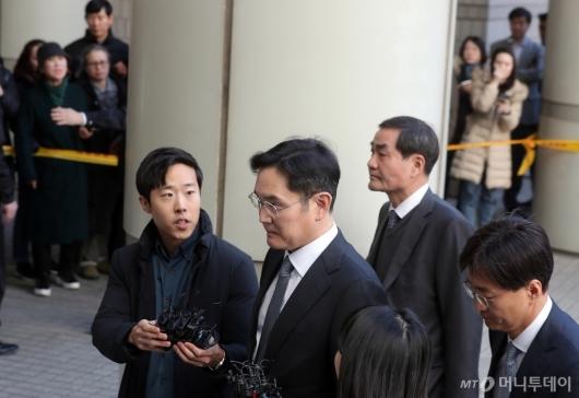 [사진]이재용 부회장 '2차 파기환송심 공판 출석'