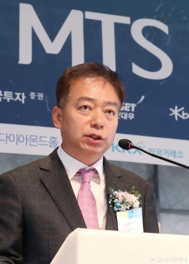 [사진]축사하는 엄재욱 코스콤 전무이사