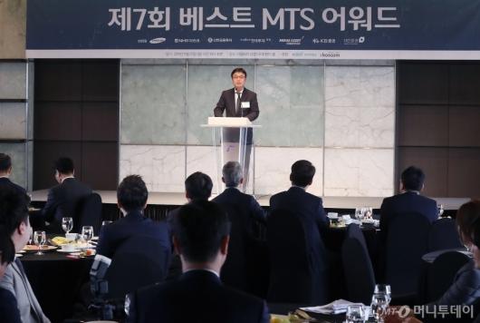 [사진]심사총평하는 김익태 머니투데이 증권부장