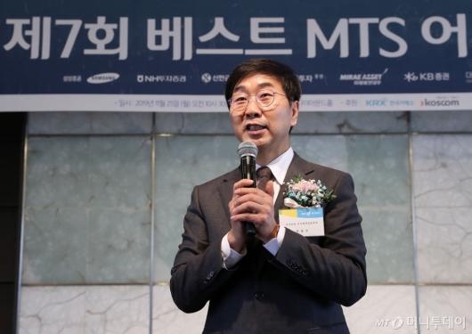 [사진]대상 수상소감 전하는 권용수 본부장