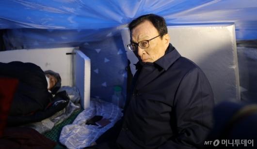 [사진]이해찬, 황교안 단식 천막 방문