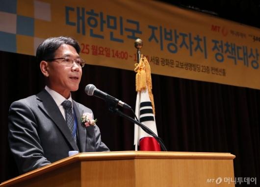 [사진]축사 전하는 이재관 행안부 지방자치분권실장
