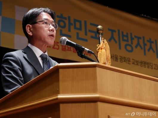 [사진]축사하는 이재관 행안부 지방자치분권실장