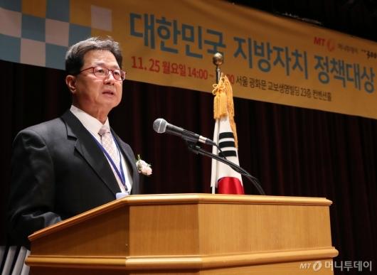 [사진]심사평하는 이달곤 교수