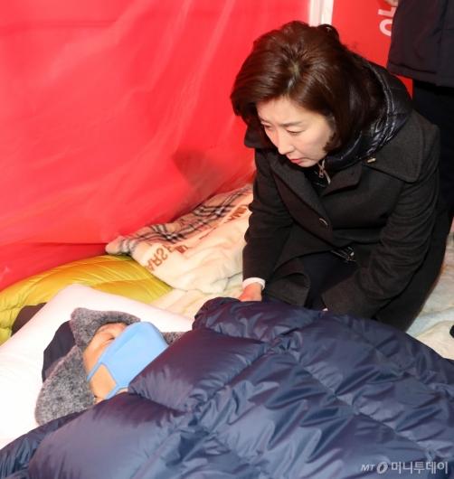 [사진]황교안 안부 묻는 나경원