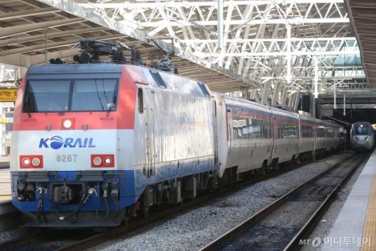 [사진]다시 움직이는 열차들