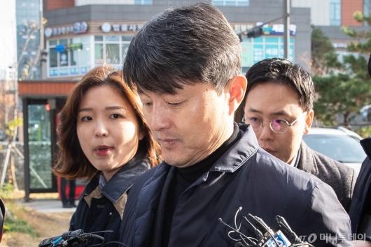 [사진]묵묵부답 유재수