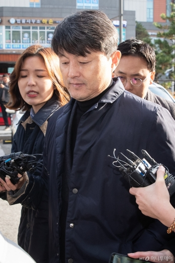 [사진]유재수, 영장심사 출석