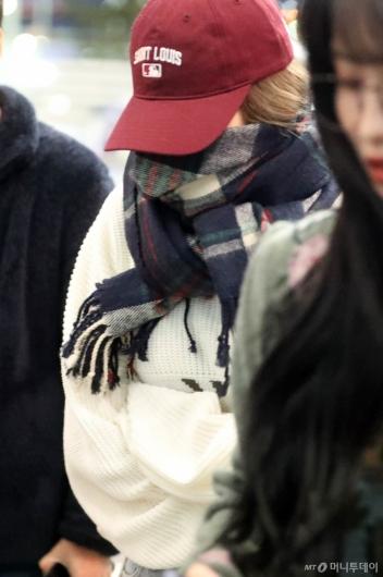 [사진]사나 '꽁꽁싸매고 다녀요'