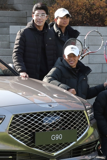 [사진]주니어 테니스 선수 만난 정현