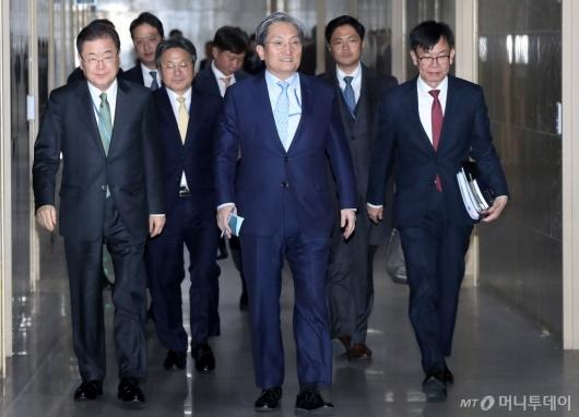 [사진]국회 운영위 출석하는 청와대 3실장