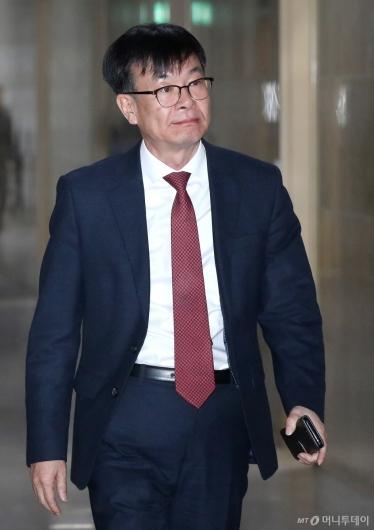 [사진]국회 운영위 출석하는 김상조 정책실장