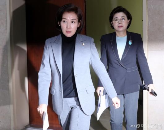 [사진]국회 운영위 출석하는 나경원
