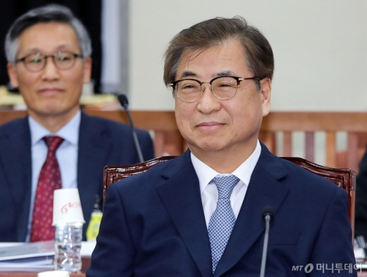 [사진]미소 짓는 서훈 국가정보원장