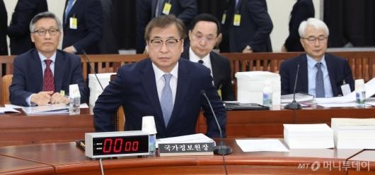 [사진]국회 정보위 출석하는 국정원장