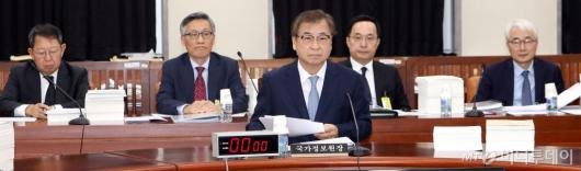 [사진]국회 정보위 전체회의 출석한 국정원장