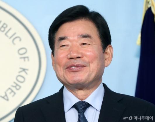 [사진]웃음 짓는 김진표