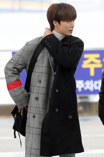 [사진]뉴이스트 JR '여심저격 옆모습'