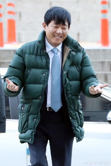 [사진]영장실질심사 출석하는 이재웅 쏘카 대표