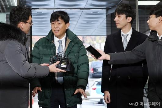 [사진]답변하는 이재웅-박재욱 대표