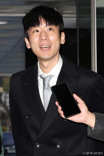 [사진]답변하는 '타다' 운영사 박재욱 대표
