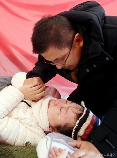 [사진]황교안 격려에 정미경 눈물