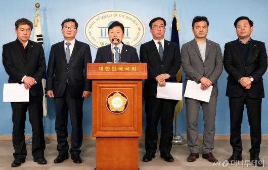 [사진]더불어민주당 예결위 의원들 기자회견