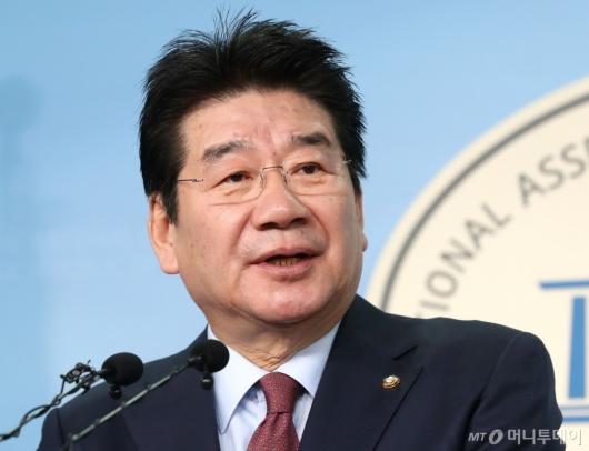 [사진]강석호 의원, 원내대표 출마선언