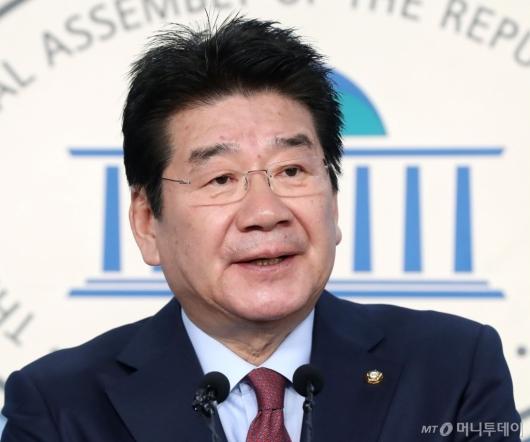 [사진]원내대표 출마선언하는 강석호 의원