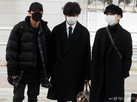 [사진]정국-뷔-지민 '같은듯 다른 분위기'