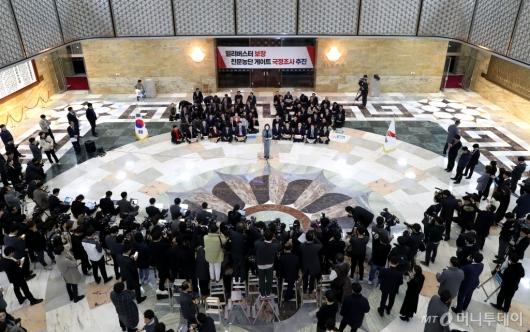 [사진]자유한국당에 쏠린 눈